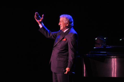 Tony Bennett earns standing ovation after Keith Albee performance