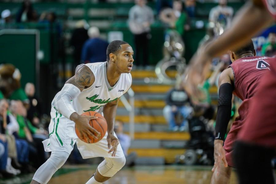 Marshall%E2%80%99s+DeVince+Boykins+%2815%29+rushes+past+Tyrone+Johnson+as+the+Herd+men%E2%80%99s+basketball+team+takes+on+the+South+Carolina+Gamecocks+on+Monday+at+the+Cam+Henderson+Center.