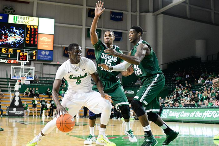Marshall%E2%80%99s+Cheikh+Sane+rushes+past+Anton+Grady+and+Marlin+Mason+as+the+Herd+mens+basketball+team+takes+on+Cleveland+State+University+at+the+Cam+Henderson+Center.