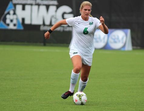 Women's soccer extends record streak