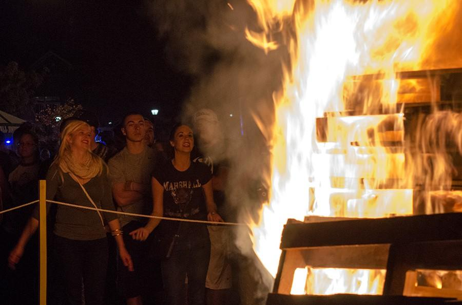 Students+participate+in+the+Homecoming+bonfire+Thursday+night+next+to+Harless+Dining+Hall.+