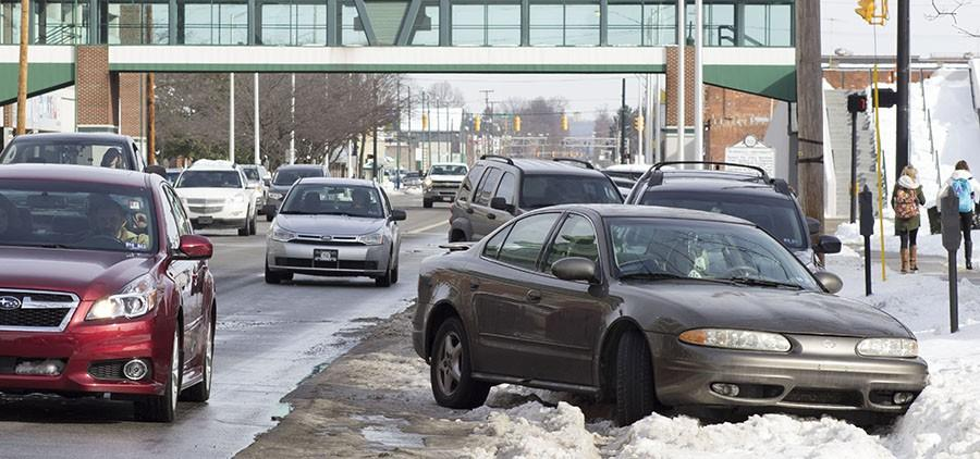 Parking+problems+arise+around+campus+Monday+due+to+the+weekend+snowstorm.