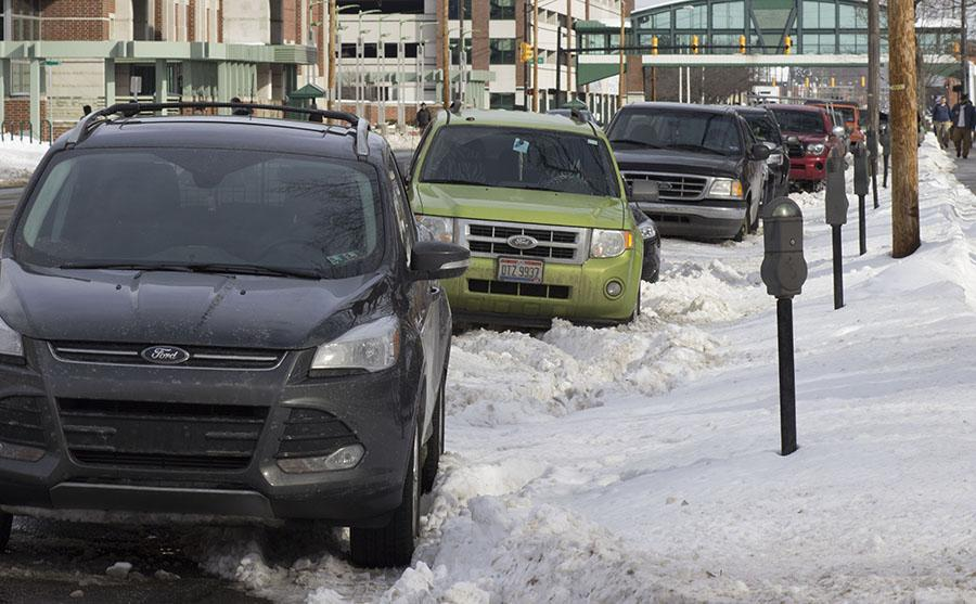 Commuters struggle to get to campus; students tweet at university to close