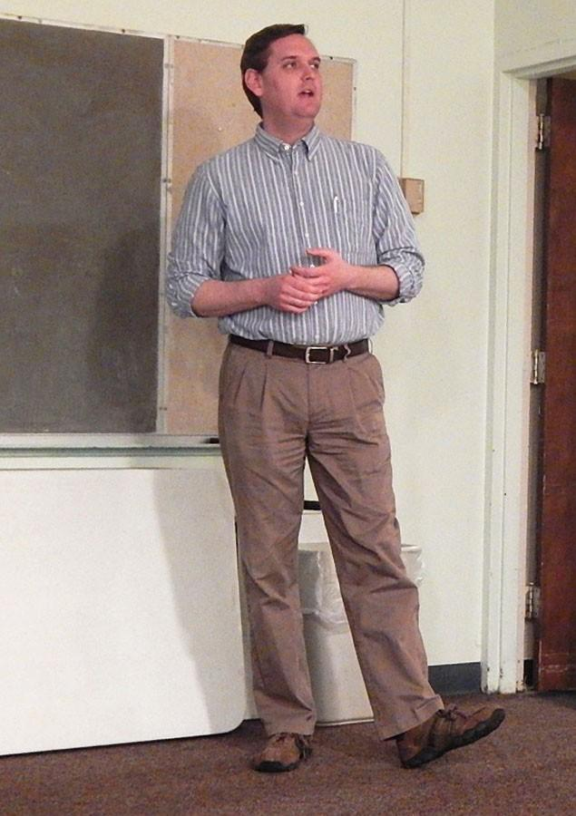 Adam+Franks%2C+Joan+C.+Edwards+School+of+Medicine+alumnus%2C+speaks+about+crucifixion+from+a+medical+perspective+to+UKirk%2C+Wednesday.