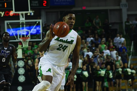 Men's basketball falls to UAB in final seconds after controversial call