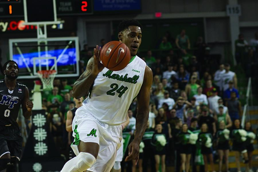 Senior+forward+James+Kelly+drives+to+the+basket+against+Middle+Tennessee+State+University+Jan.+28.+