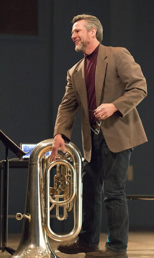 Tony+Zilincik+takes+a+bow+after+performing+the+tuba+solo+%27Fanfar%28e%29%22+in+Smith+Recital+Hall%2C+March+2%2C+2016.