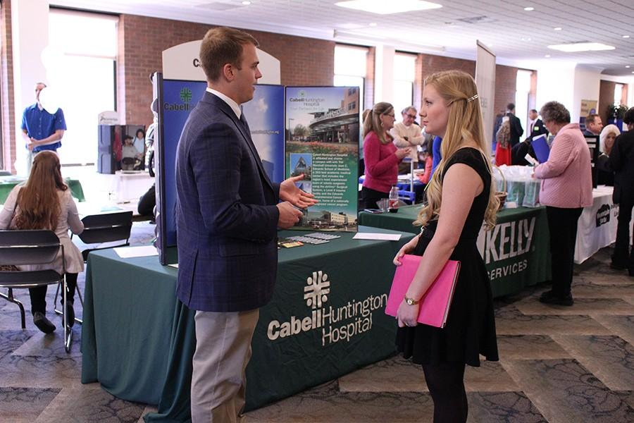 Cabell-Huntington+Hospital+represntative+George+Wright+speaks+to+student+Mary+Workman+at+the+Career+Expo%2C+April+5%2C+2016.