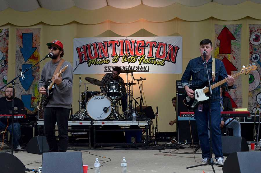 Ona plays at Huntington Music and Arts Festival September 2015 in Ritter Park.