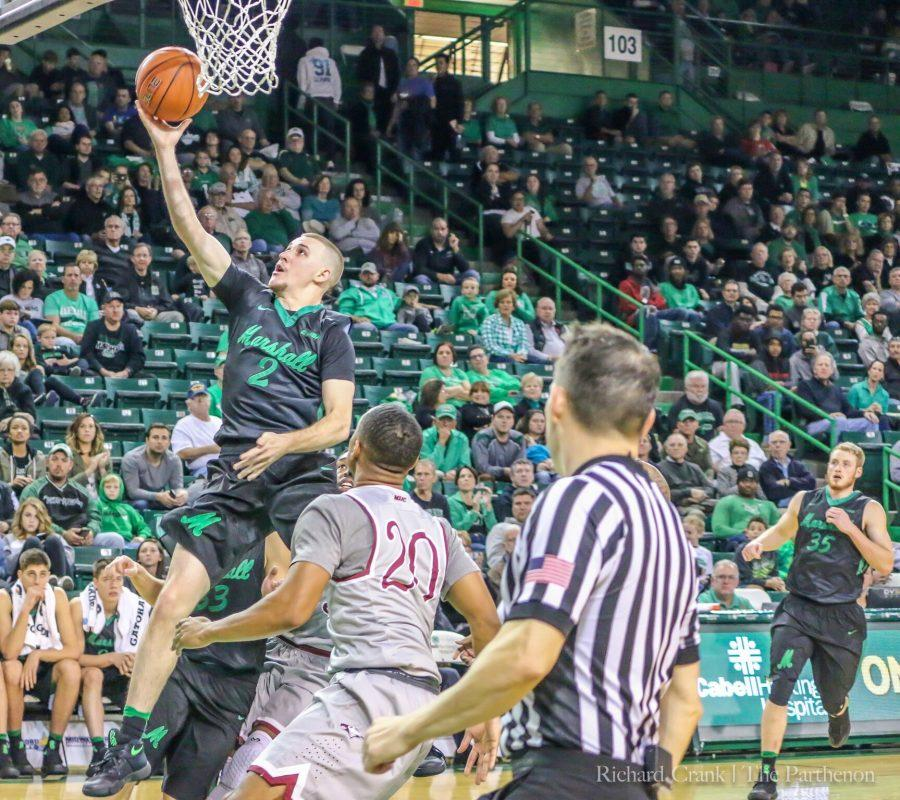 Marshall+senior+guard+Stevie+Browning+drives+in+a+game+against+North+Carolina+Central.+Browning+set+a+new+career+high+in+points+against+Morehead+State%2C+recording+32.