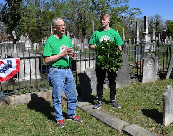 Marshall President Jerry Gilbert and SGA President Matt Jarvis lay a wreath onto Supreme Court Justice John Marshall's grave in Richmond, VA.