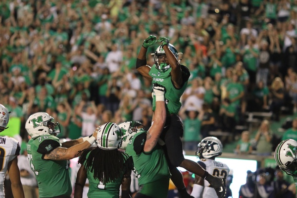 Herd defeats Kent State Flashes, 21-0