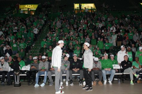 Selection Sunday viewing party draws large crowd