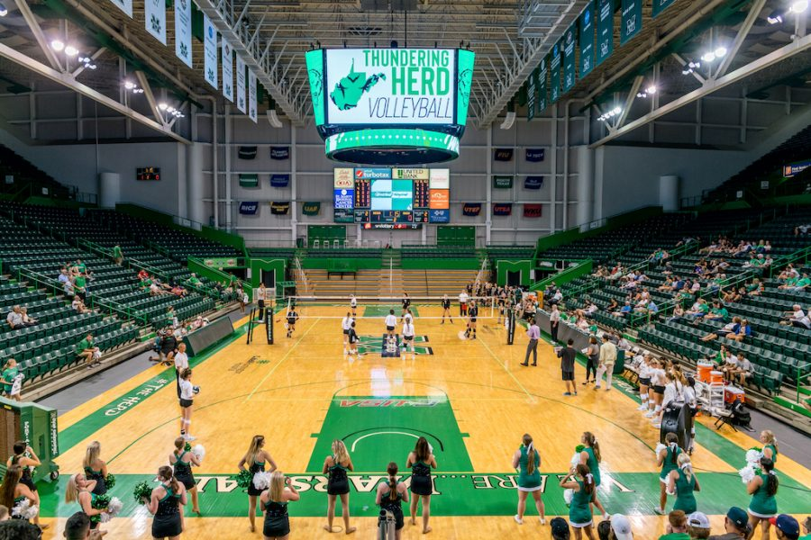 Marshall+volleyball+plays+under+the+Henderson+Center%27s+new+videoboard+as+the+Herd+defeats+Ohio+3-1.+