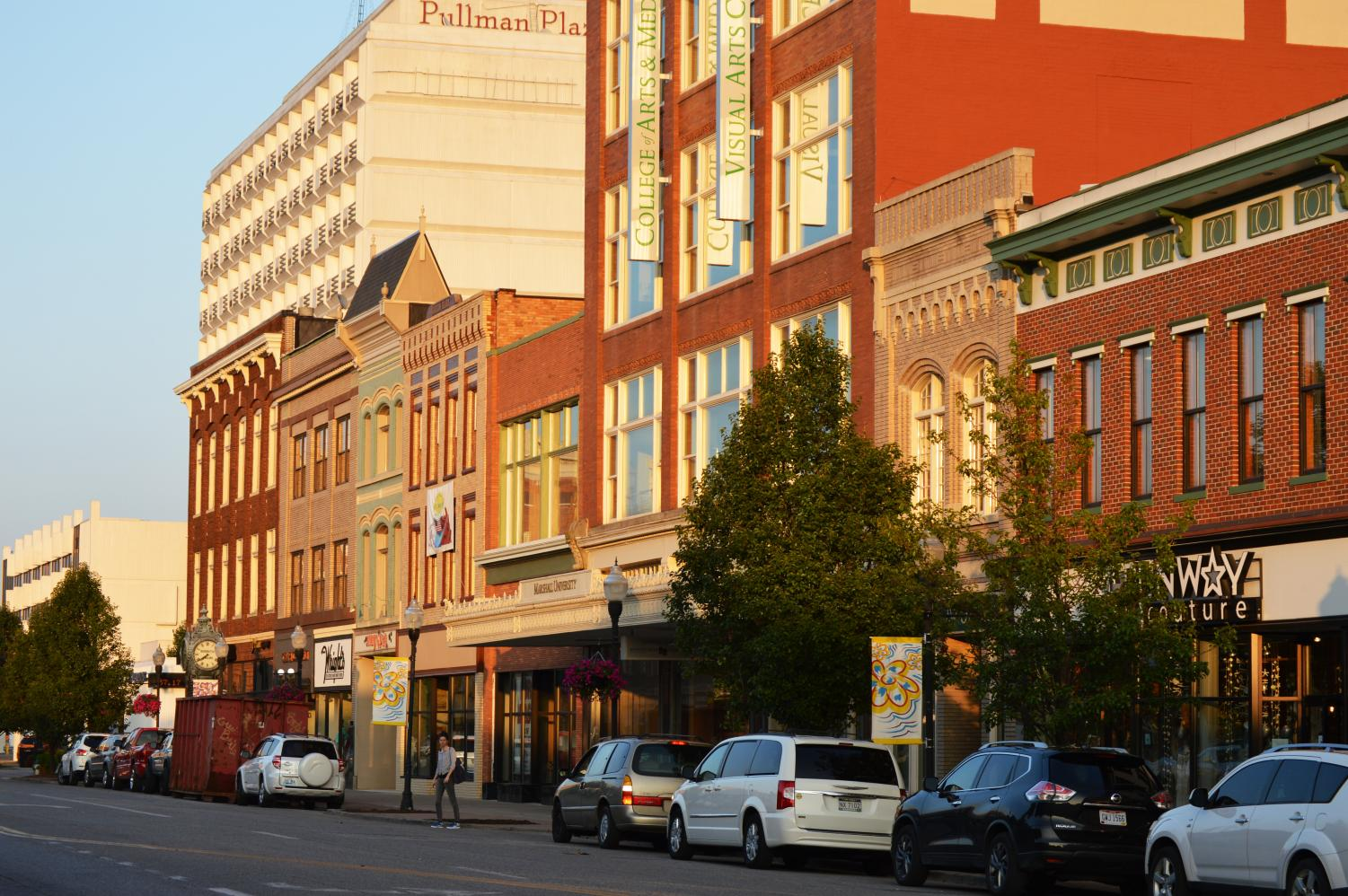 Downtown Huntington offers a free Wi-Fi network that covers a two-block radius, including Pullman Square.