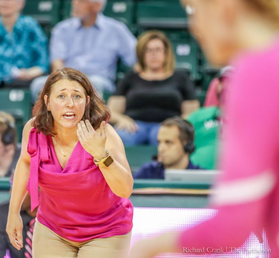 Marshall+volleyball+assistant+coach+Danielle+Marante+gives+instructions+during+the+Herd%27s+match+against+UTEP.