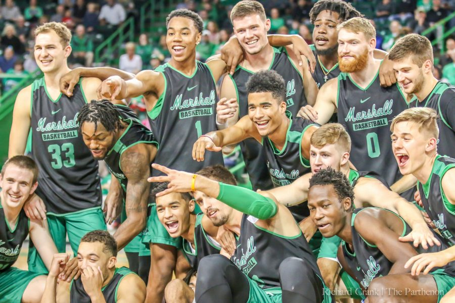 Marshall%27s+2018-19+men%27s+basketball+team+poses+for+a+team+photo+during+%27Herd+Madness%27+in+the+Henderson+Center.+