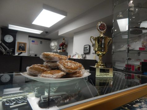 United Way's Best Chocolate Chip Cookie trophy presented to Sarka-Kauffmann Jewelers