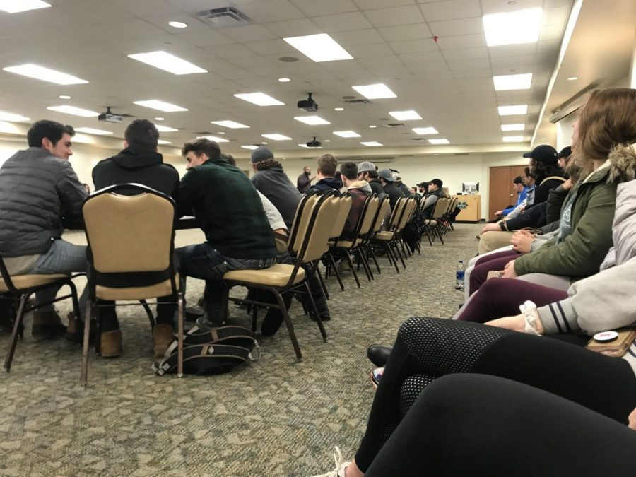 Dozens+of+fraternity+and+sorority+members+attended+sober+monitor+training+to+learn+how+to+facilitate+safe+social+events%2C+Thursday+at+the+Student+Center.