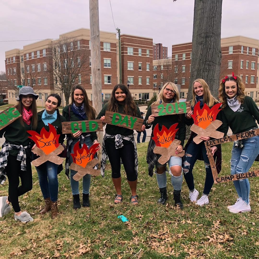 Sororities Alpha Chi Omega and Delta Zeta welcomed new members at their annual spring Bid Day.