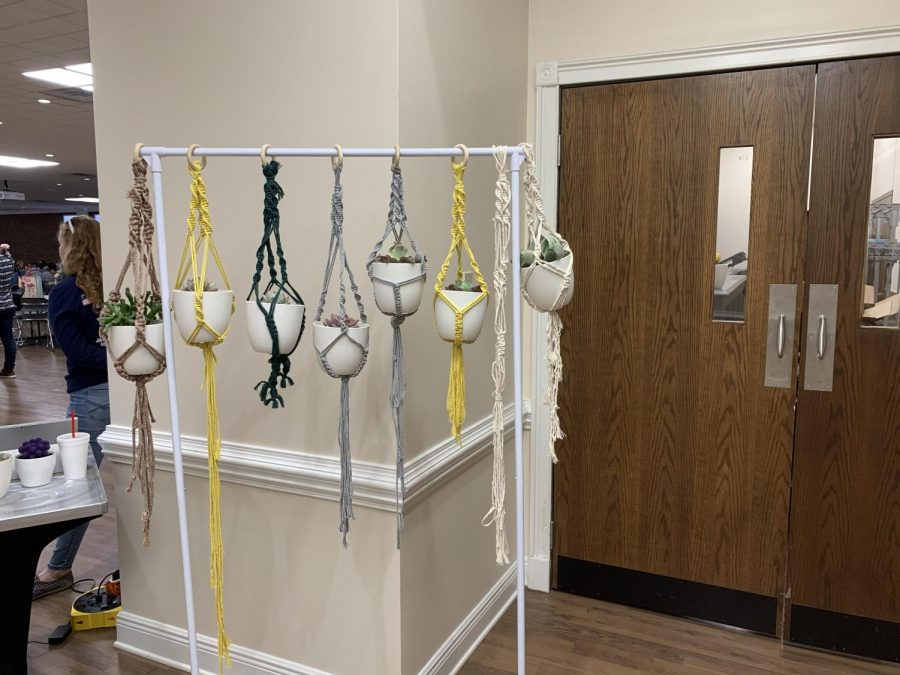 Students+create+macrame+plant+hangers+at+DIY+series+event