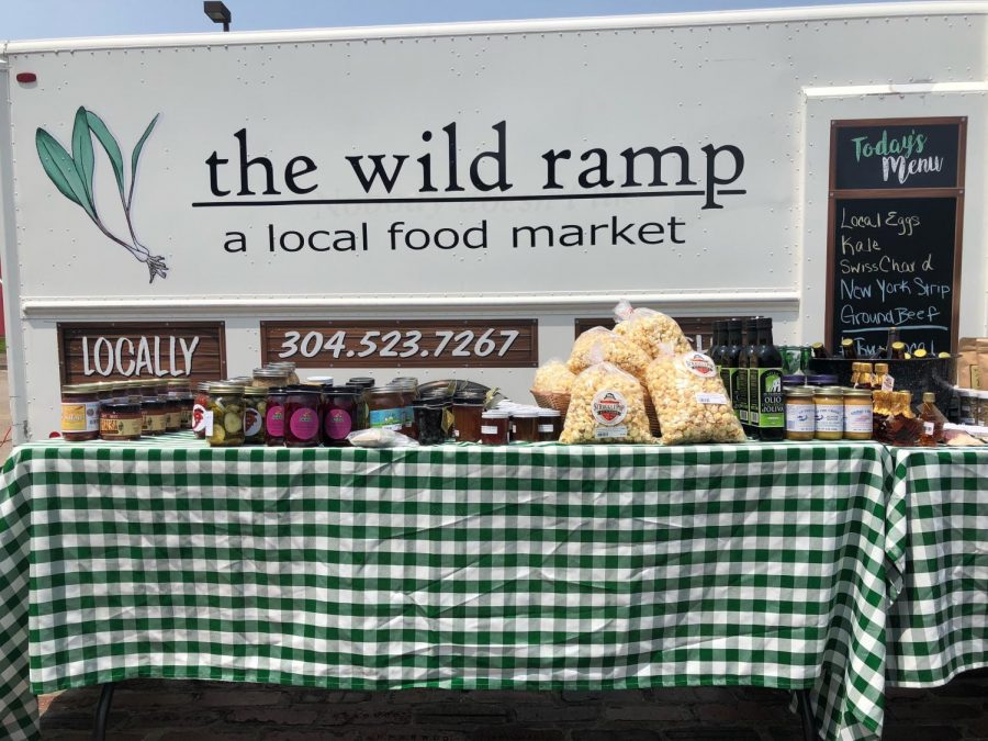 The+Wild+Ramp%27s+Mobile+Market+selling+fresh+produce+to+passersby+at+Heritage+Station.