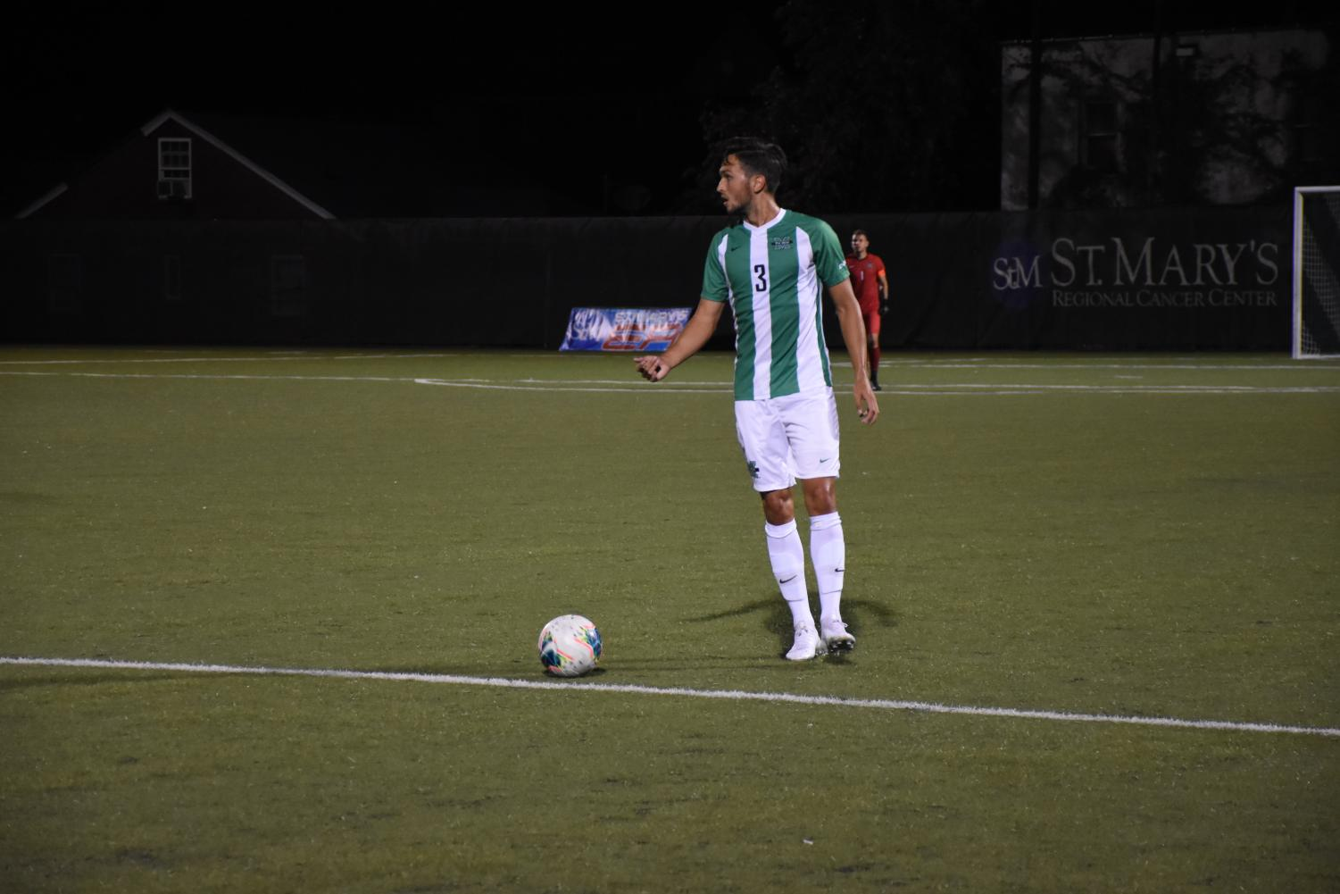 Carlos Diaz- Salcedo surveying the field before passing the ball.