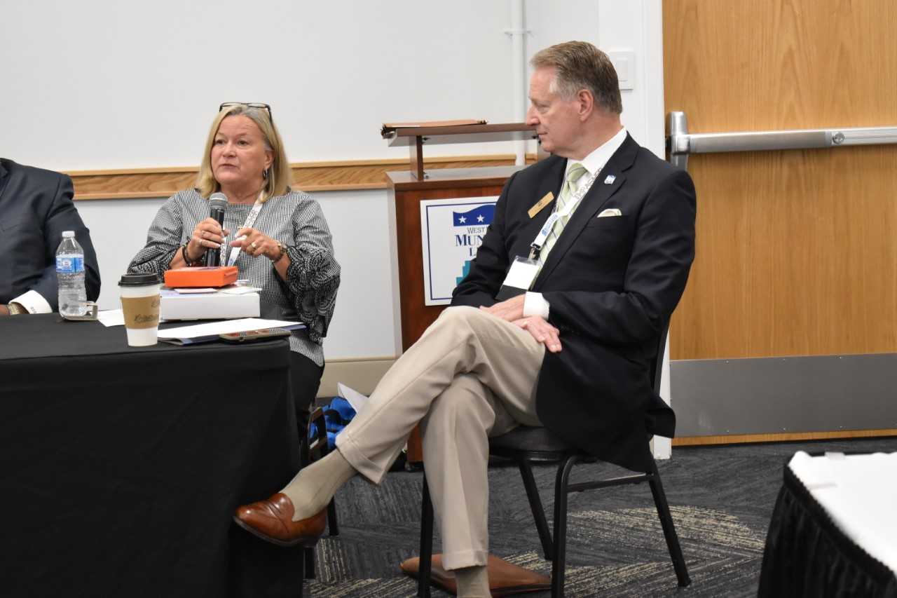 Connie Priddy, QRT Coordinator, and Huntington Mayor Steve Williams at the 2019 West Virginia Municipal League Conference in Huntington.