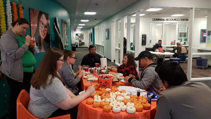 Members of the Marshall community decorate pumpkins during a pumpkin decorating event Oct. 8.