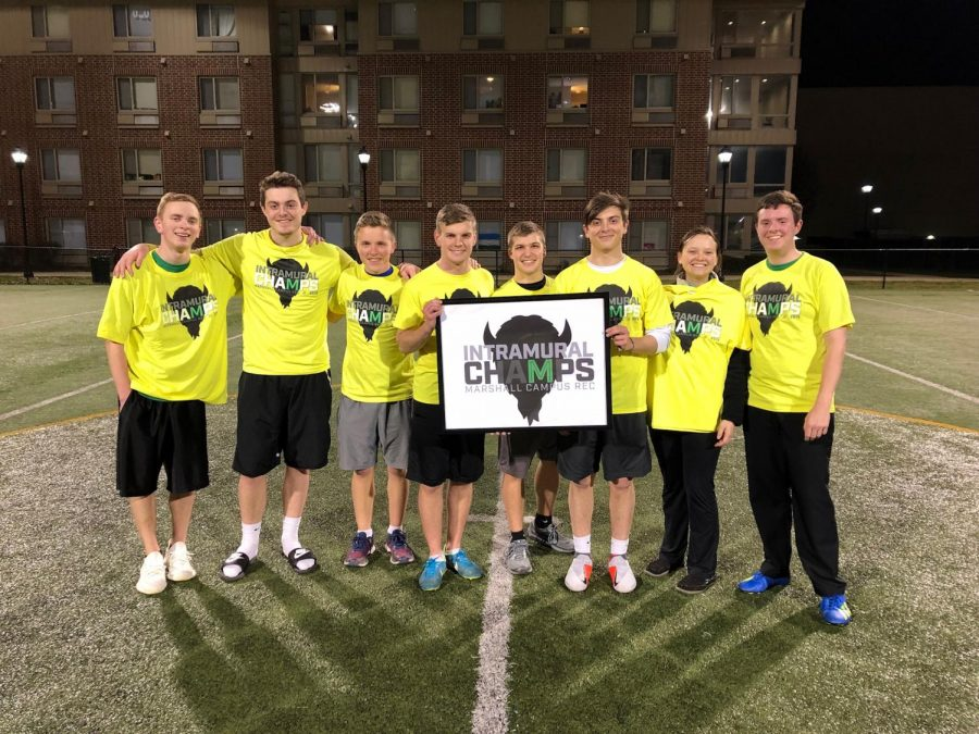 Marshall+Ultimate+Frisbee+Club+team+celebrated+Intramural+Champs.