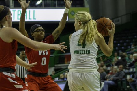 Freshman guard Savannah Wheeler attempted to pass the ball through the WKU Hilltoppers defense.