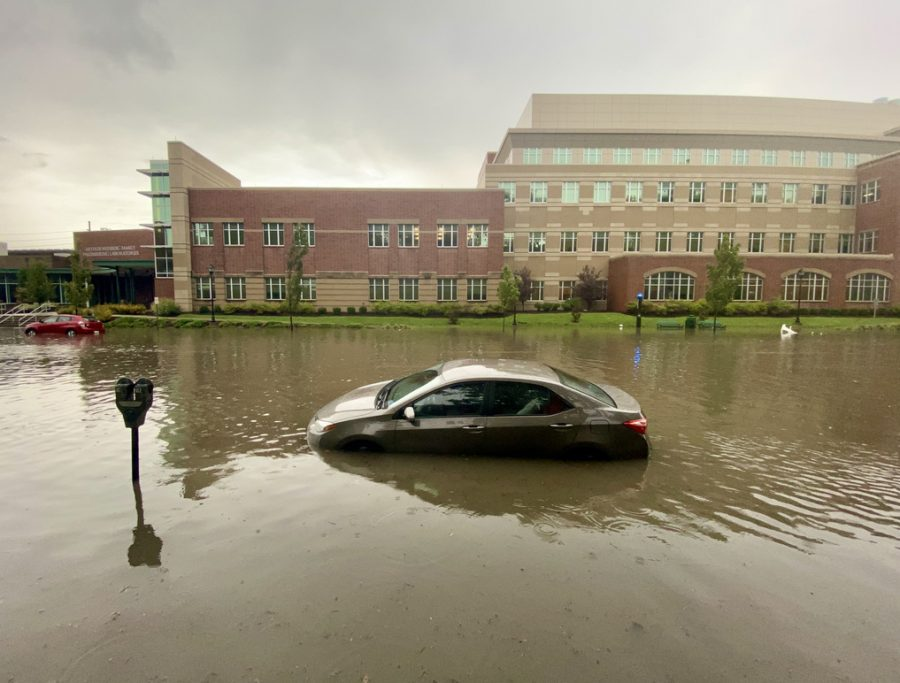 Flash+flooding+forces+many+to+leave+their+vehicles+behind